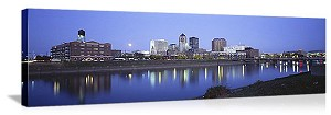Des Moines, Iowa Waterfront Skyline Panorama Picture
