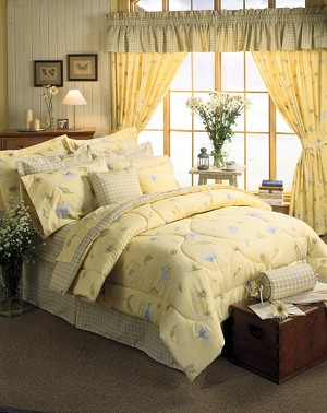 Laura Comforter and Bedding